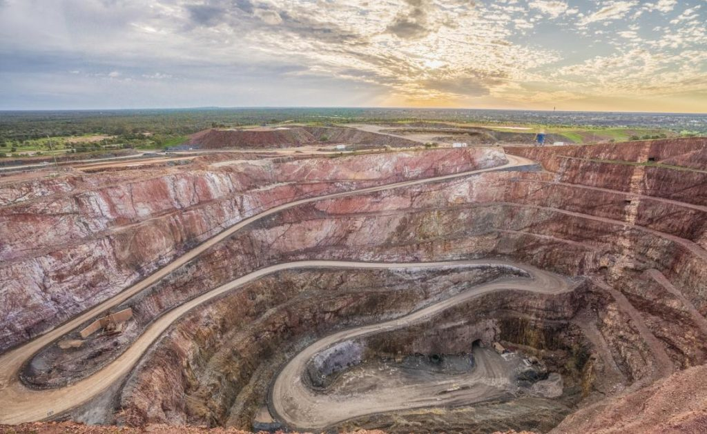 Isuzu in the mines: Peak Gold Mines Gold Mines Australia
