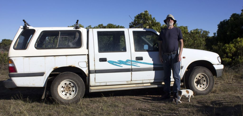 david-manley-and-his-dog-bonny-with-his-old-faithful-isuzu-25-diesel-le